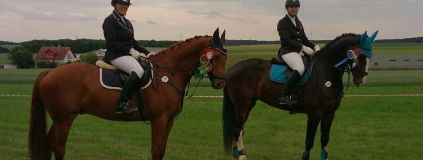 Kathrin und Christine Rettenmaier mit ihren Pferden
